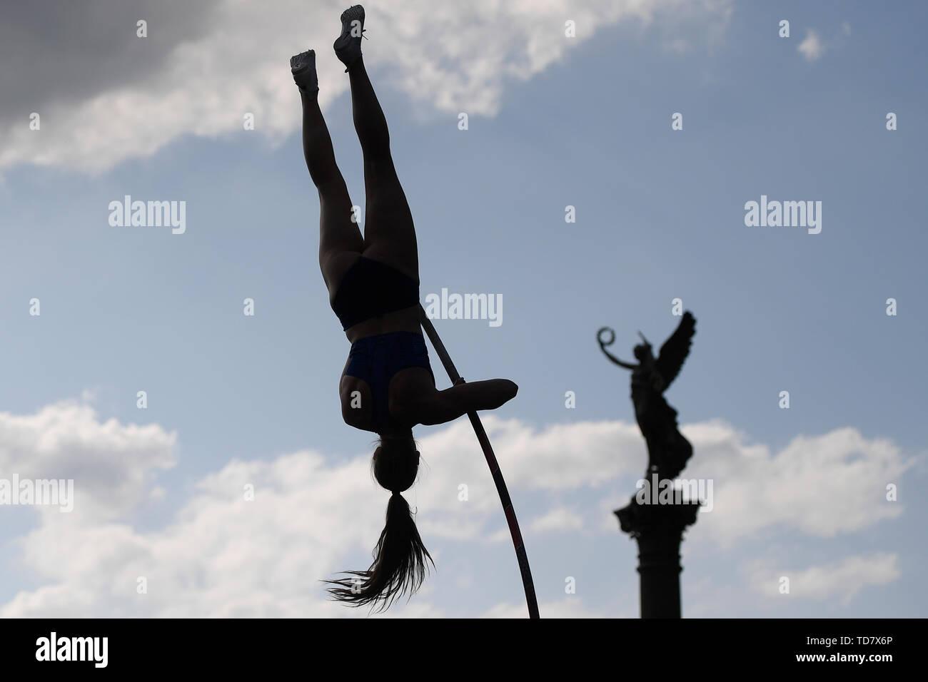Prague, République tchèque. 13 Juin, 2019. Deuxième Alysha Newman du Canada en action pendant la pôle Prague rencontrez, République tchèque, Juin 13, 2019. Credit: Ondrej Deml/CTK Photo/Alamy Live News Photo Stock