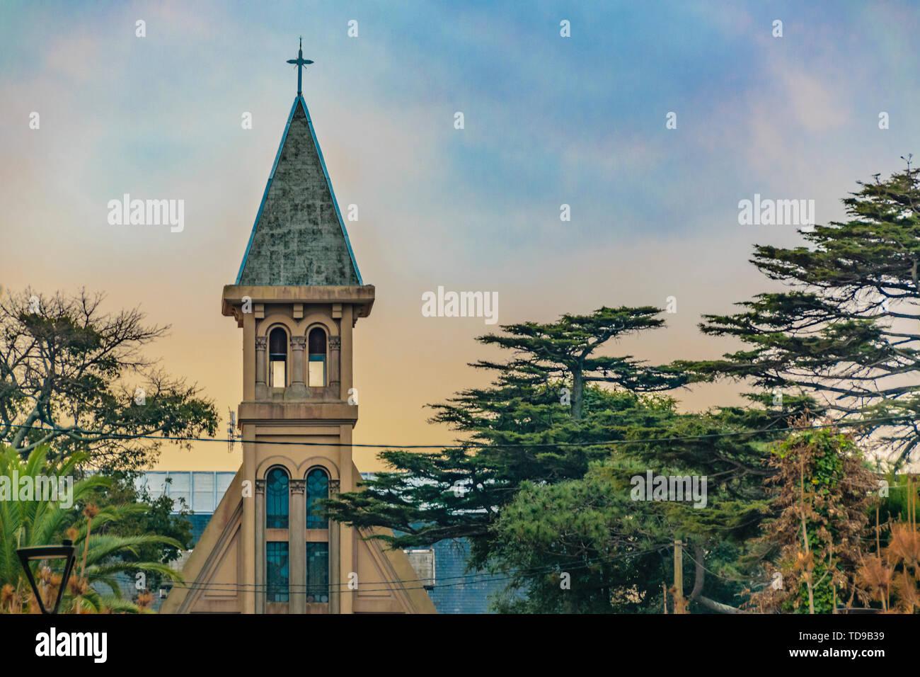 Clocher de l'Église du ciel de l'après-midi, quartier de Carrasco, Montevideo, Uruguay Photo Stock