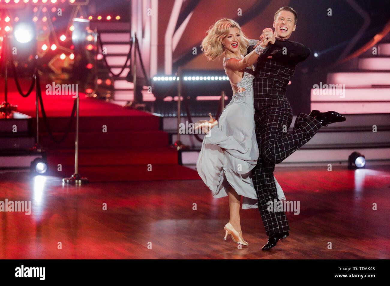 Cologne Allemagne 14 Juin 2019 Ella Endlich Chanteur Et Valentin Renseignements Lusin Danseuse Professionnelle La Danse