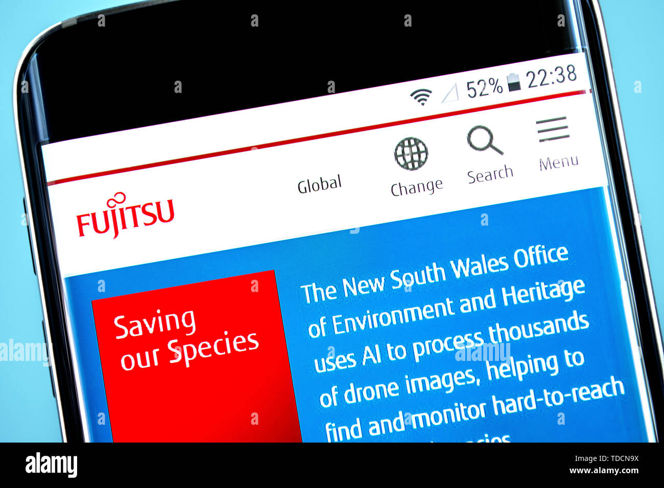 Berdiansk, Ukraine - 10 juin 2019: Fujitsu accueil du site. Logo Fujitsu visible sur l'écran du téléphone, rédaction d'illustration. Photo Stock