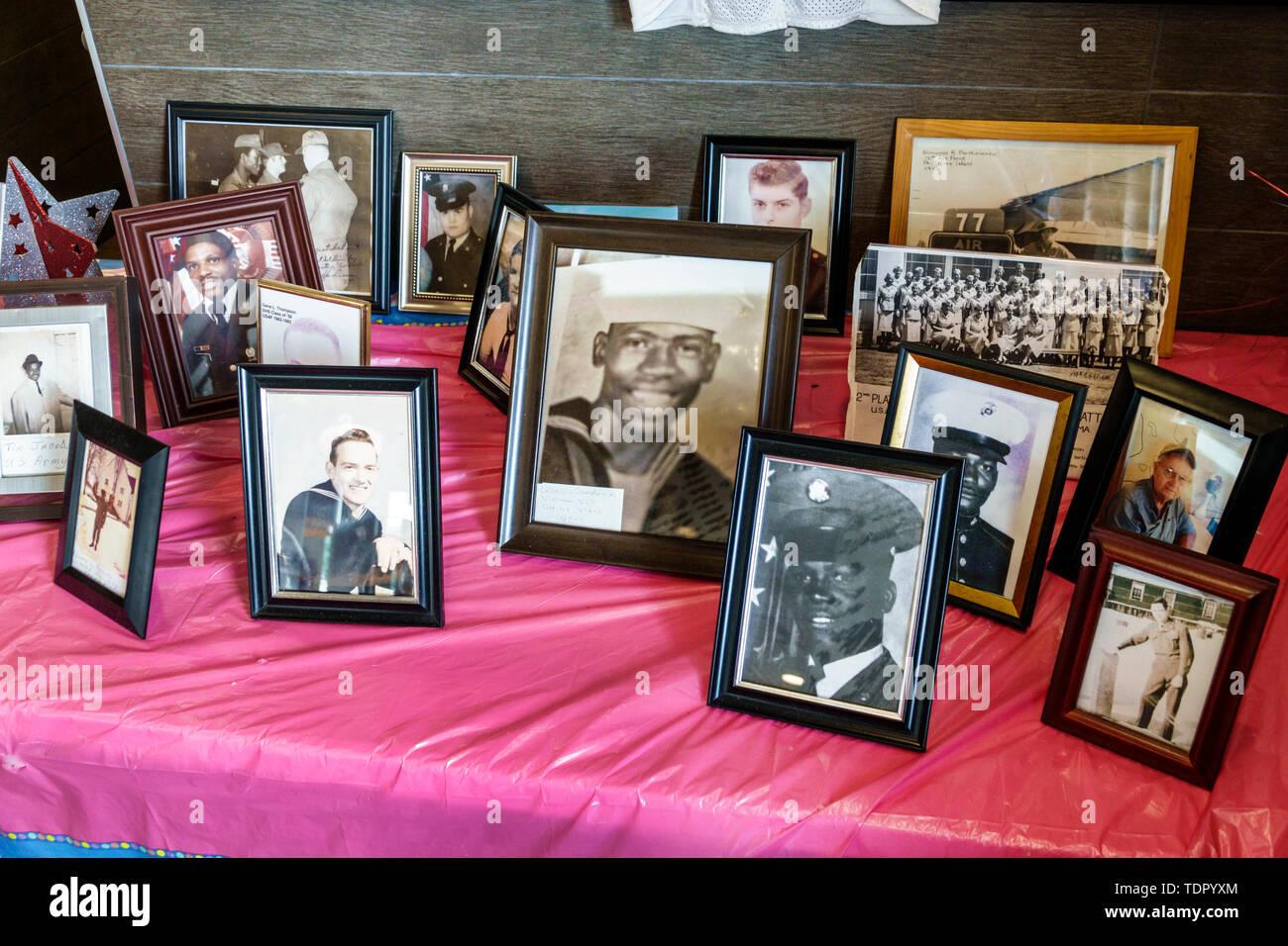 Arcadia Florida restaurant McDonald's photographies militaires anciens combattants reconnaissance de service militaire de portraits de soldats noirs d'affichage communautaire Photo Stock