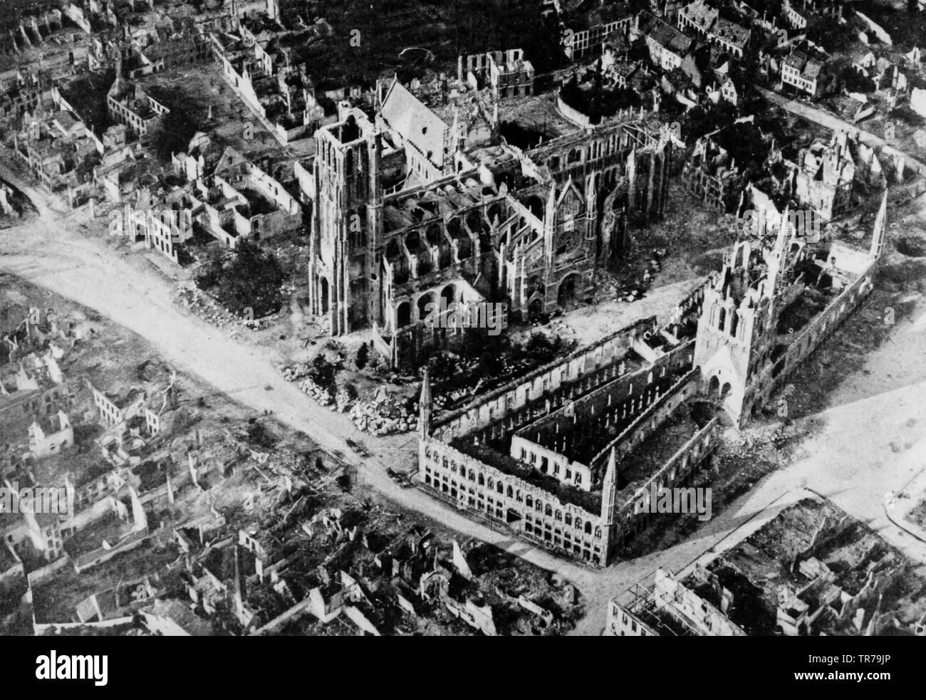 Ypres suite à la bataille de Passchendaele, en Belgique, 1917 Photo Stock -  Alamy