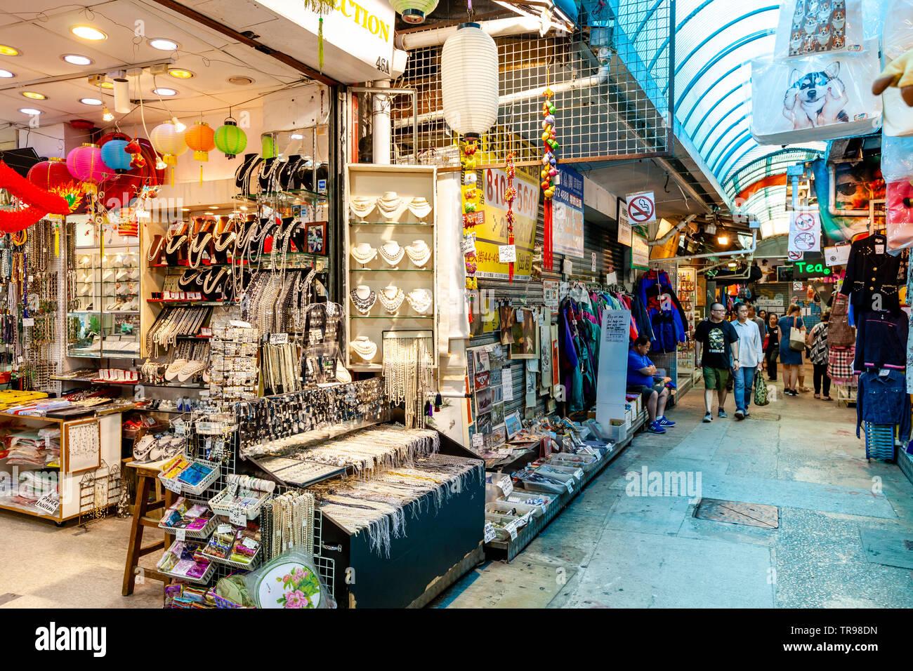 Les gens du shopping au marché de Stanley, Stanley, Hong Kong, Chine Banque D'Images