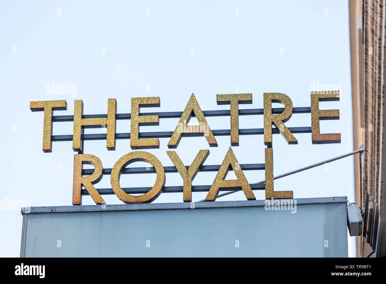 Theatre Royal signe sur Hope Street dans le centre-ville de Glasgow, Ecosse, Royaume-Uni Banque D'Images