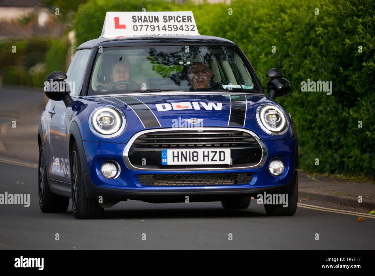 Dur,conduite,,instructer,MINI,BMW,apprendre,test,Cowes, île de Wight, Angleterre,UK, Photo Stock
