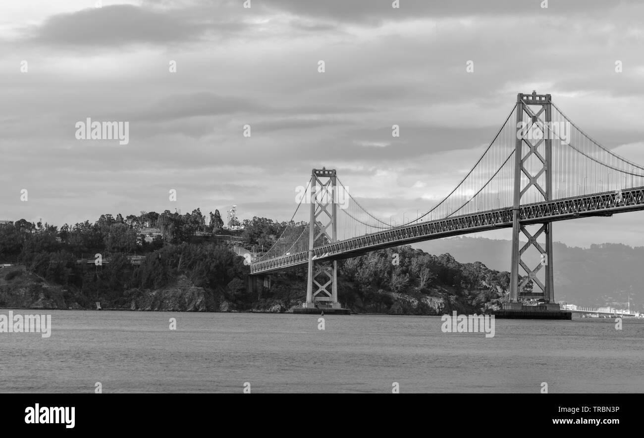 Bay Bridge est situé en Californie, États-Unis, et relie San Francisco et Oakland. Sa construction achevée en 1936 et est l'un des principaux monuments de Banque D'Images