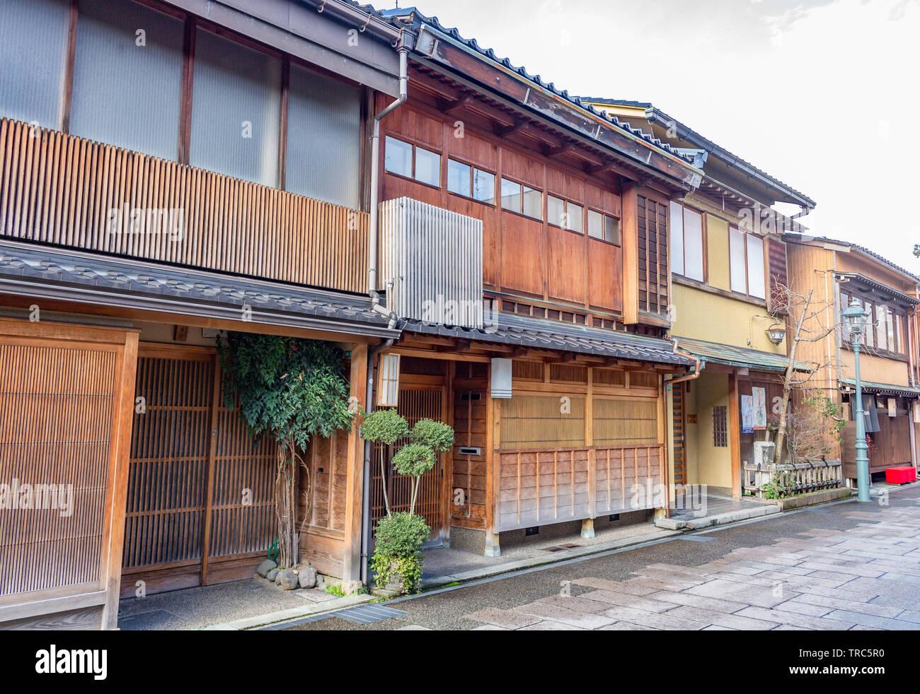Dans les maisons de thé traditionnelles et nishi chaya teashouse geisha district, Kanazawa, Préfecture d'Ishikawa, de l'Ouest, au Japon. Banque D'Images