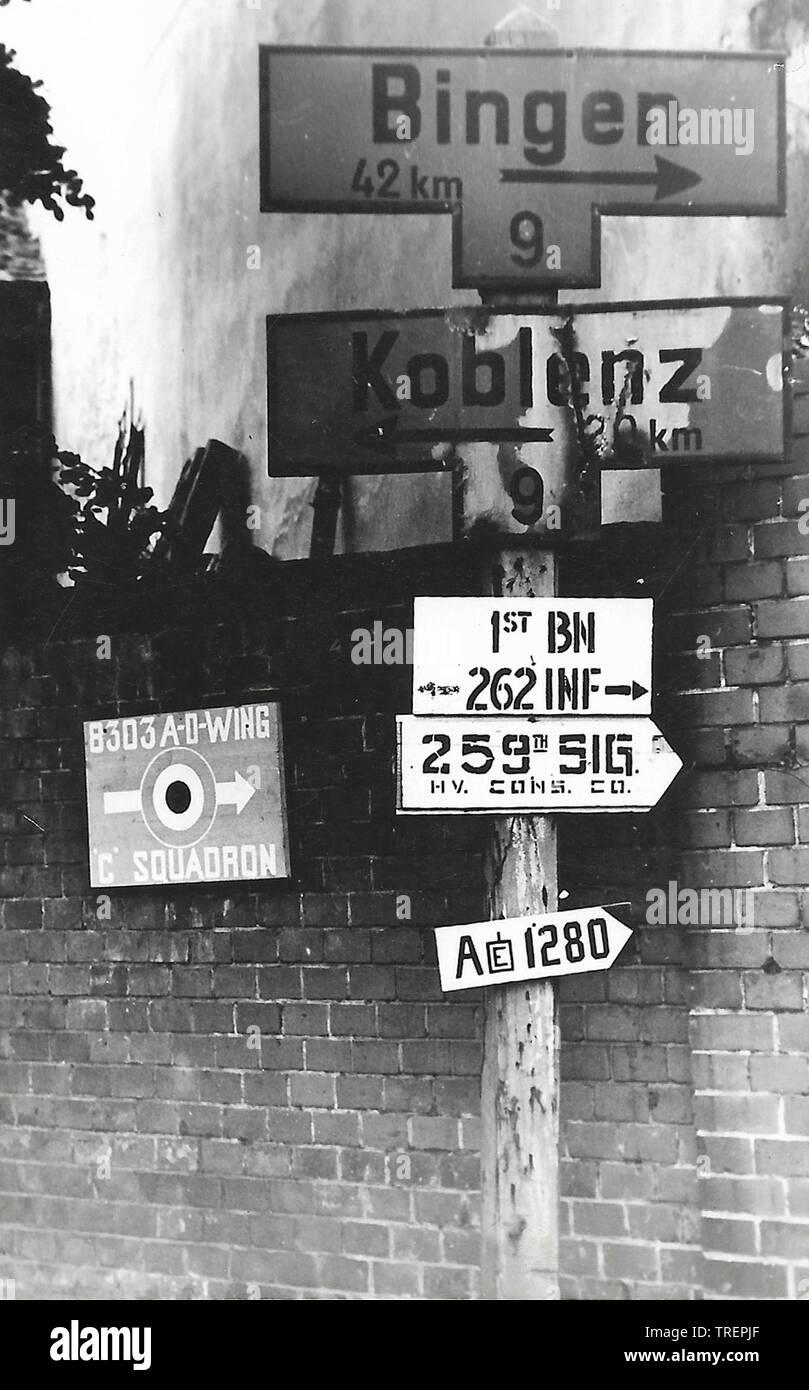 Après des signes allemande DANS LA SECONDE GUERRE MONDIALE. Pris en 1944 par Flt Sgt Gleed RAF WW2, de l'Escadron 223 Photo Stock