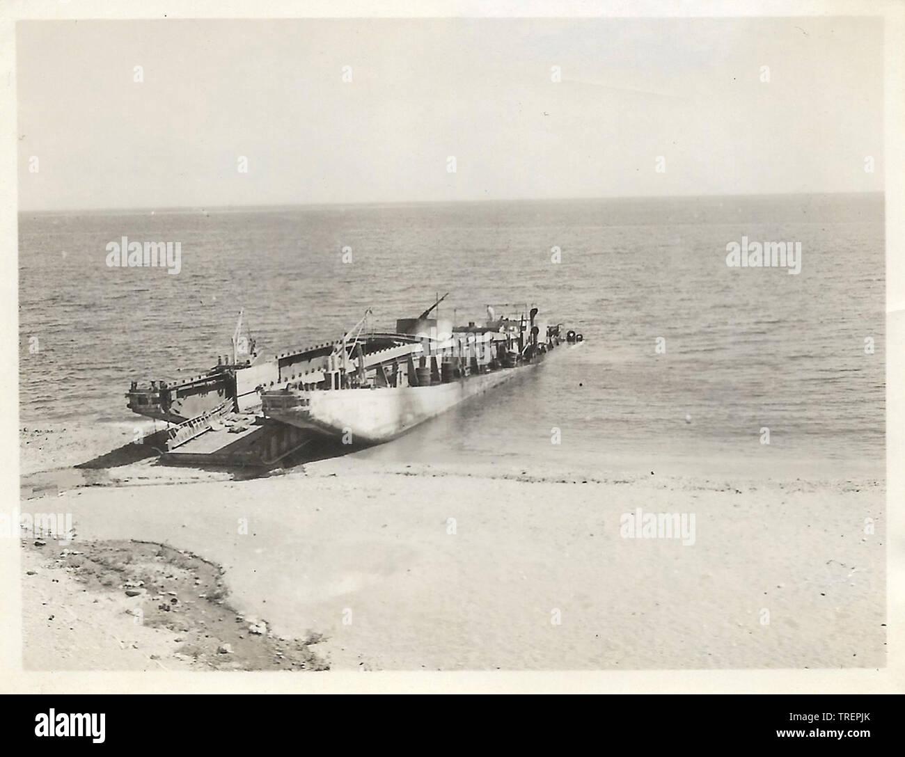 Débarquement de chars en Afrique du Nord pris en 1943/44 par Flt Sgt Gleed RAF WW2, de l'Escadron 223 Photo Stock