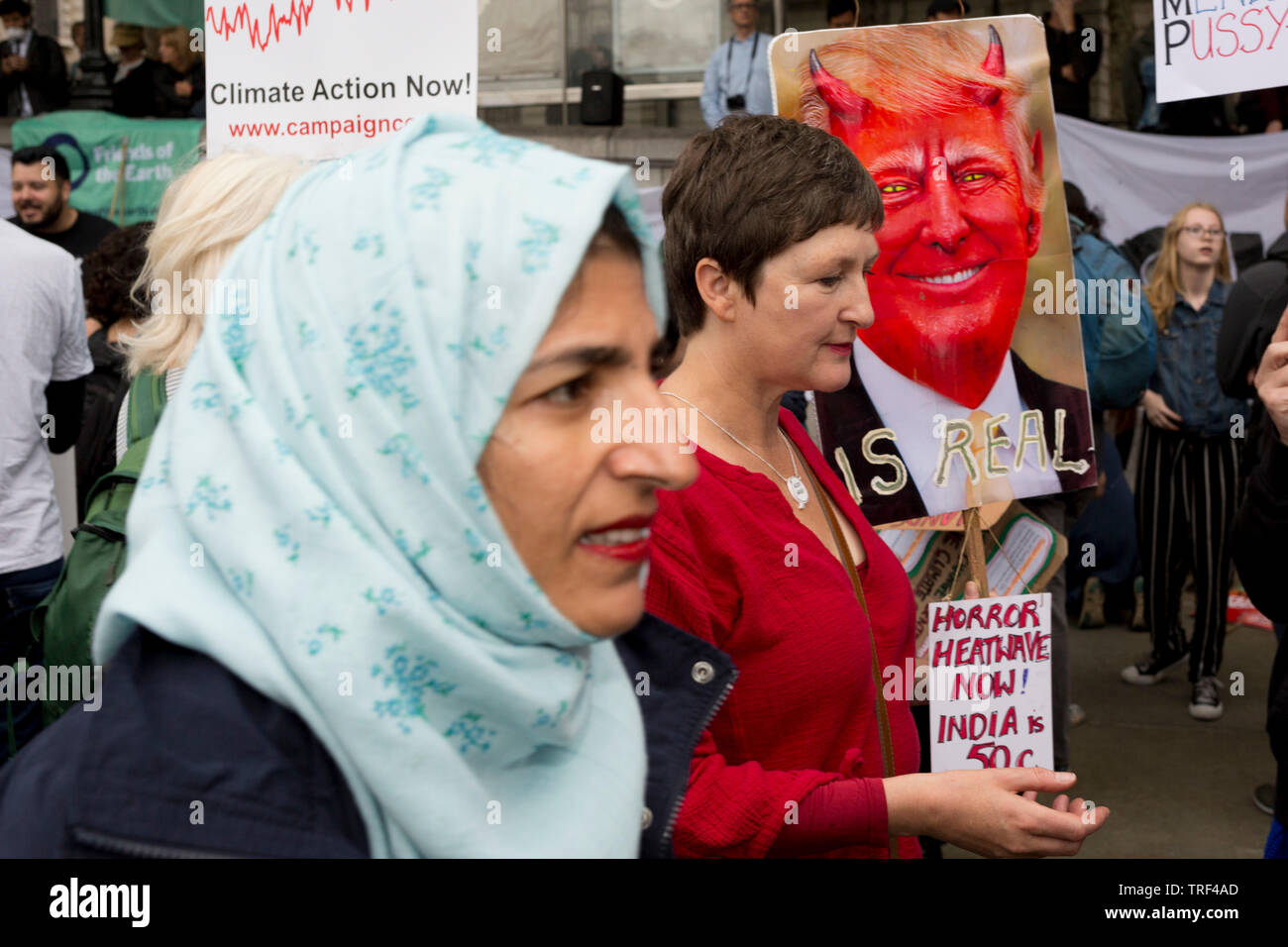 Le Président américain Donald Trump's deuxième jour d'une controverse visite d'état de trois jours au Royaume-Uni, à la voix des manifestants leur opposition au 45e président américain, à Trafalgar Square, le 4 juin 2019, à Londres en Angleterre. Banque D'Images