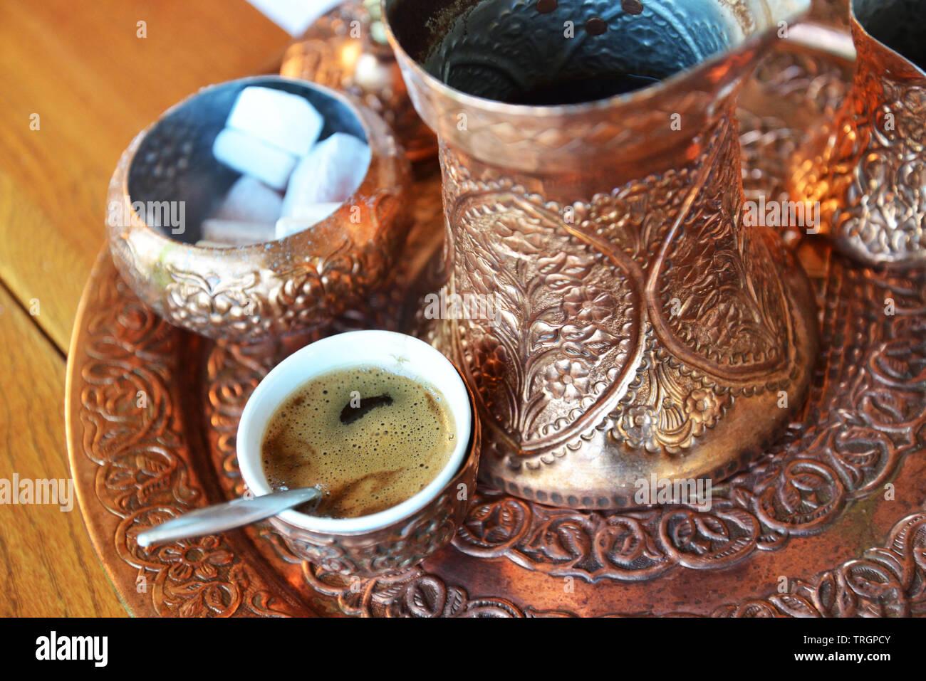 Visite de Sarajavo, boire du café bosniaque Photo Stock