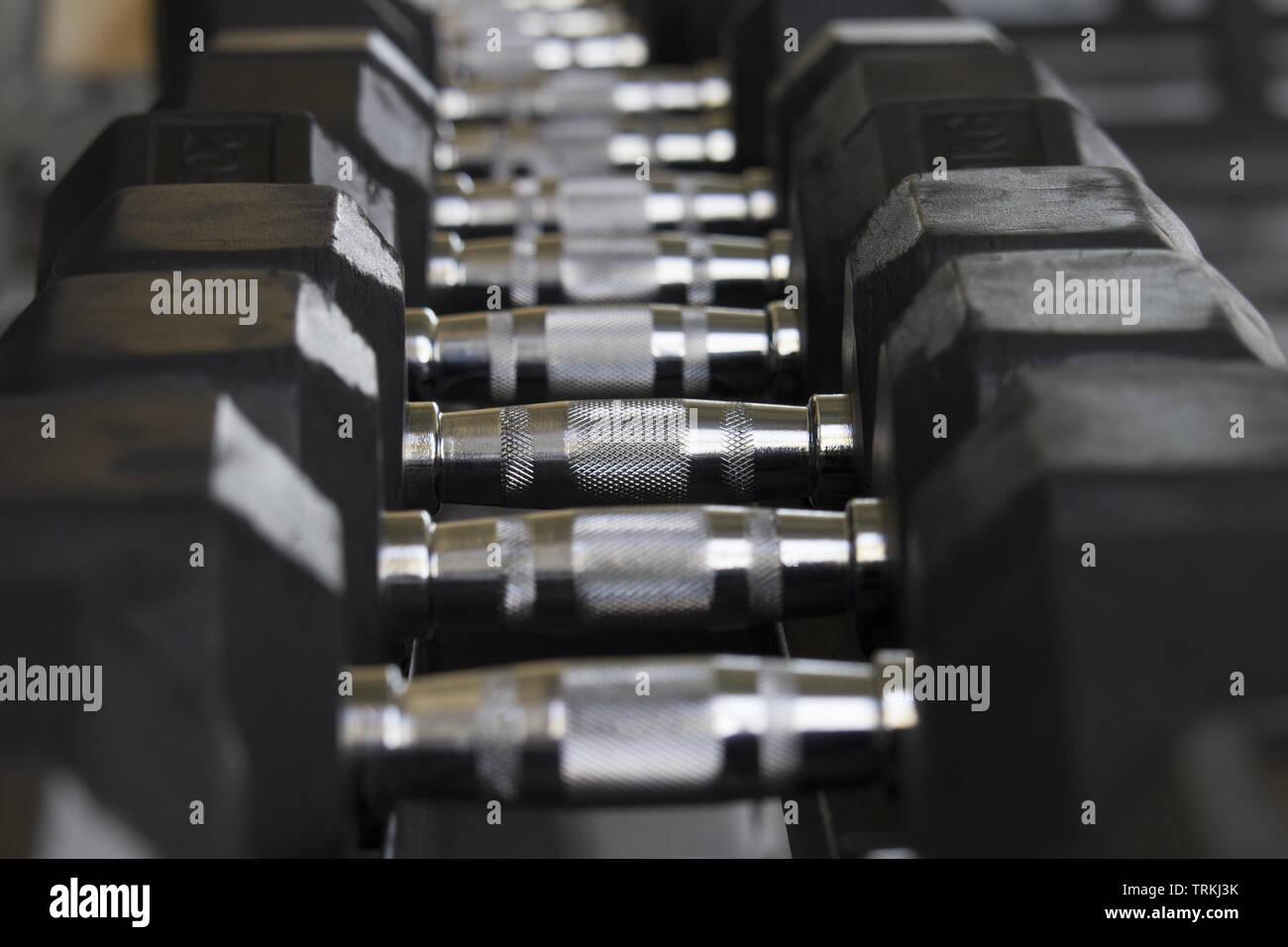 Ensemble d'haltères courtes noir . poids concept Photo Stock