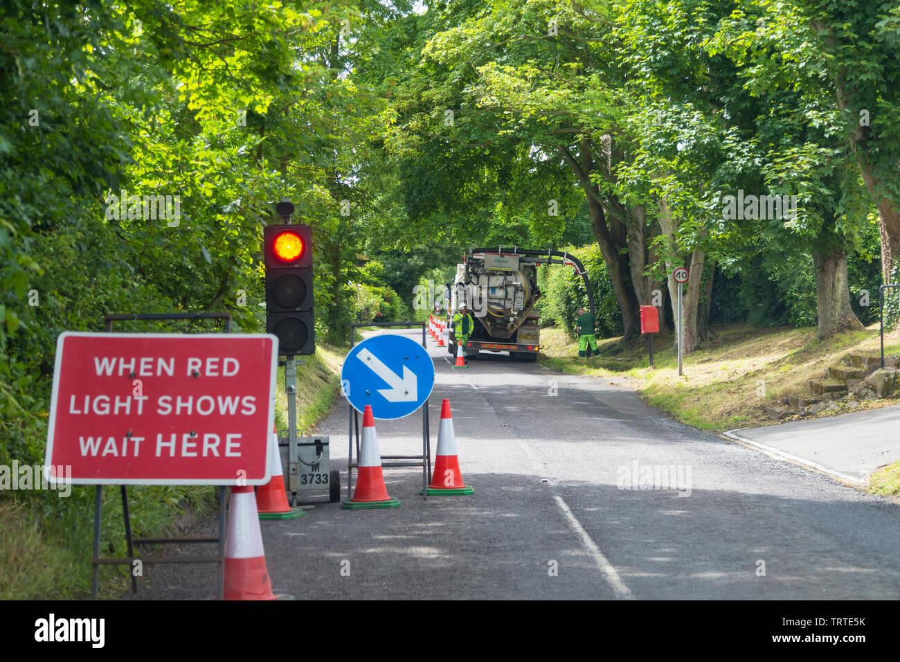 Le nettoyage ethnique, Gully, feu stop de la circulation, d'entretien des routes de uk Photo Stock