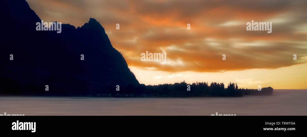 Baie d'Hanalei et Bali Hai. (Mekana Mountain). Kauai, Hawaii Photo Stock