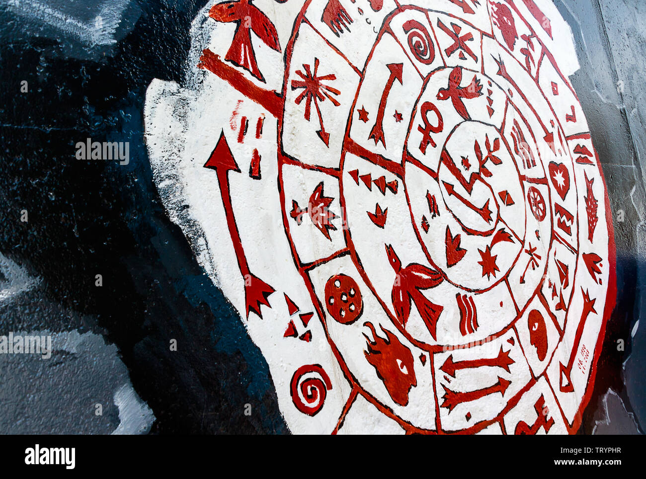 BERLIN, ALLEMAGNE - 27 juillet 2018: l'art du graffiti sur l'article original du mur de Berlin à l'East Side Gallery à Friedrichshain. Banque D'Images