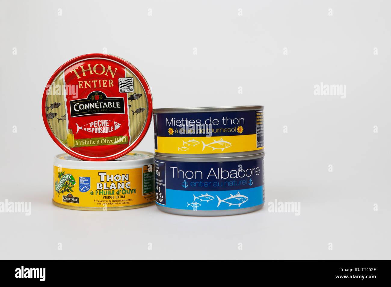Le thon en conserve. Isolé sur blanc, produit éditorial d'illustration photo. Photo Stock