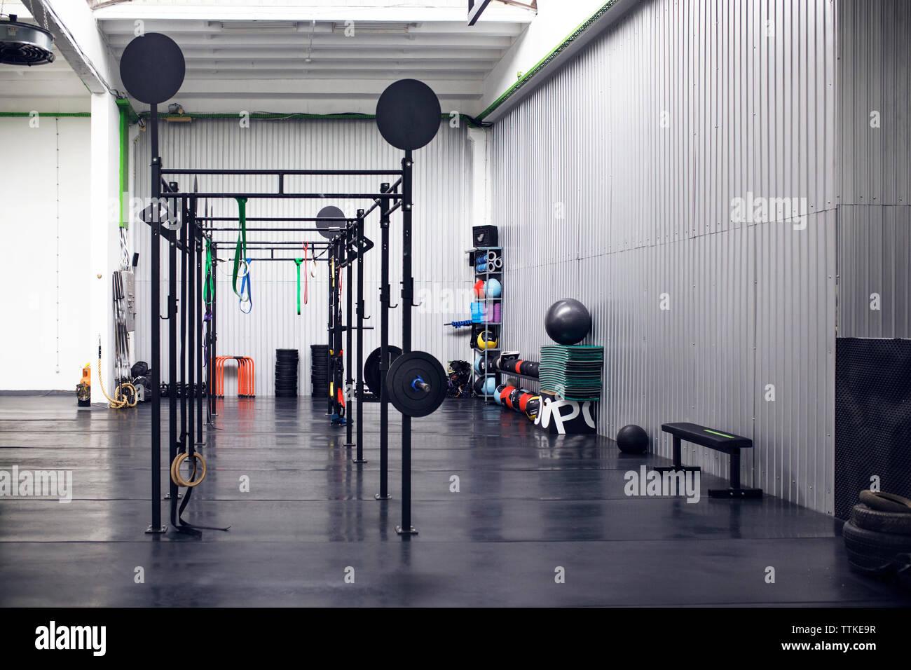 Intérieur de l'entraînement en salle de sport Photo Stock