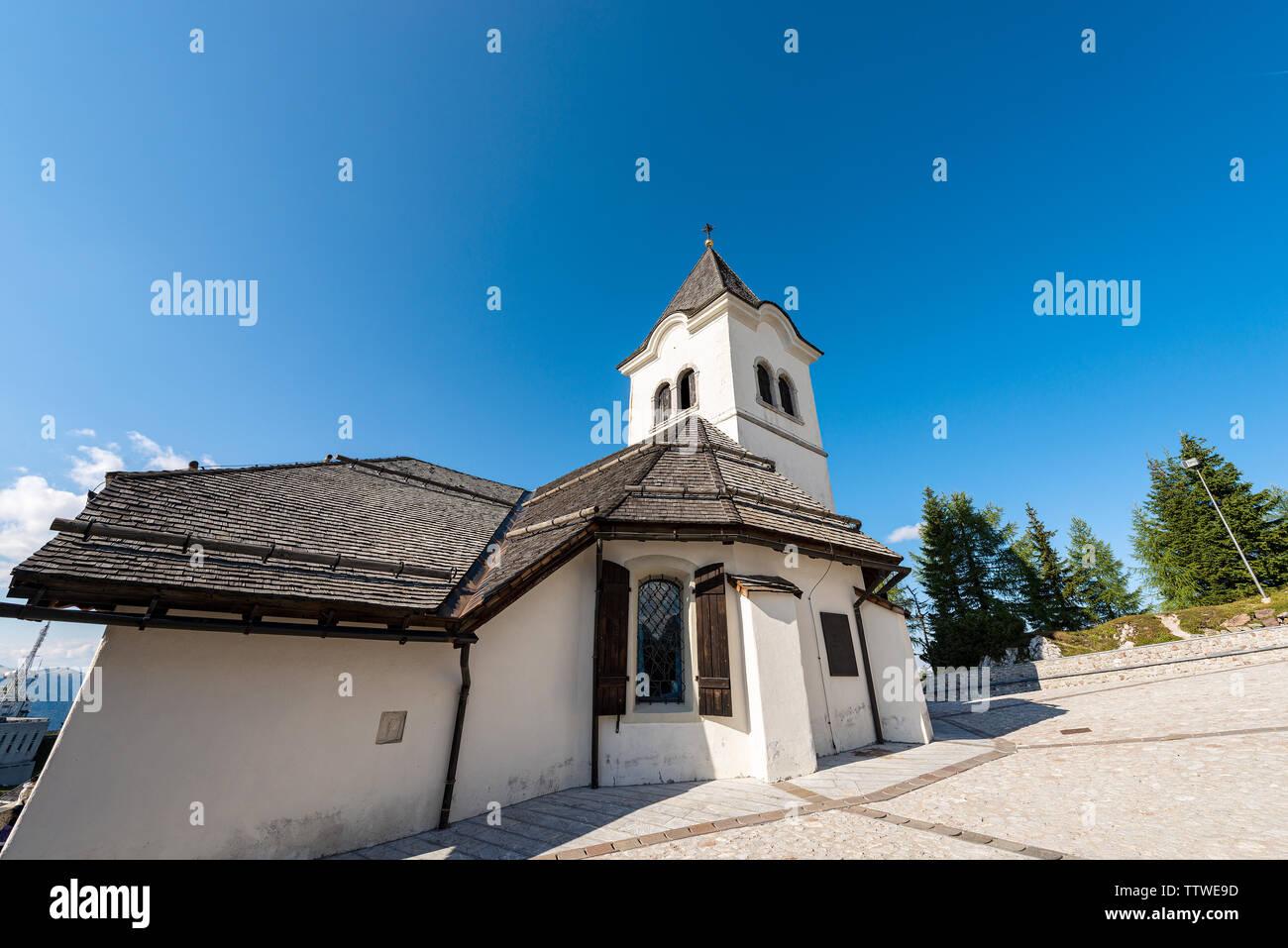 Ancien sanctuaire de Monte Santo di Lussari, lieu de pèlerinage à Alpes italiennes. La province d'Udine, Frioul-Vénétie Julienne, Italie, Europe Banque D'Images