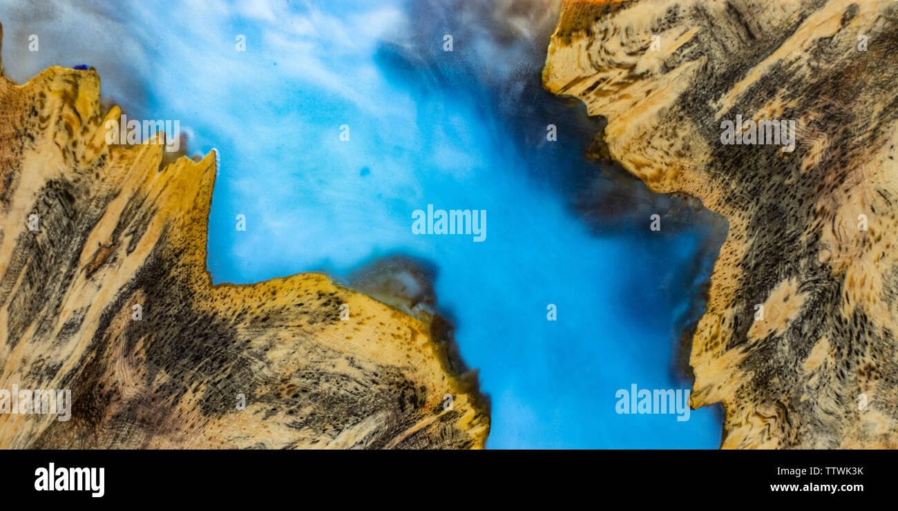 La stabilisation de la résine époxy de coulée Pini bois noueux blue abstract art fond texture pour les blancs Banque D'Images