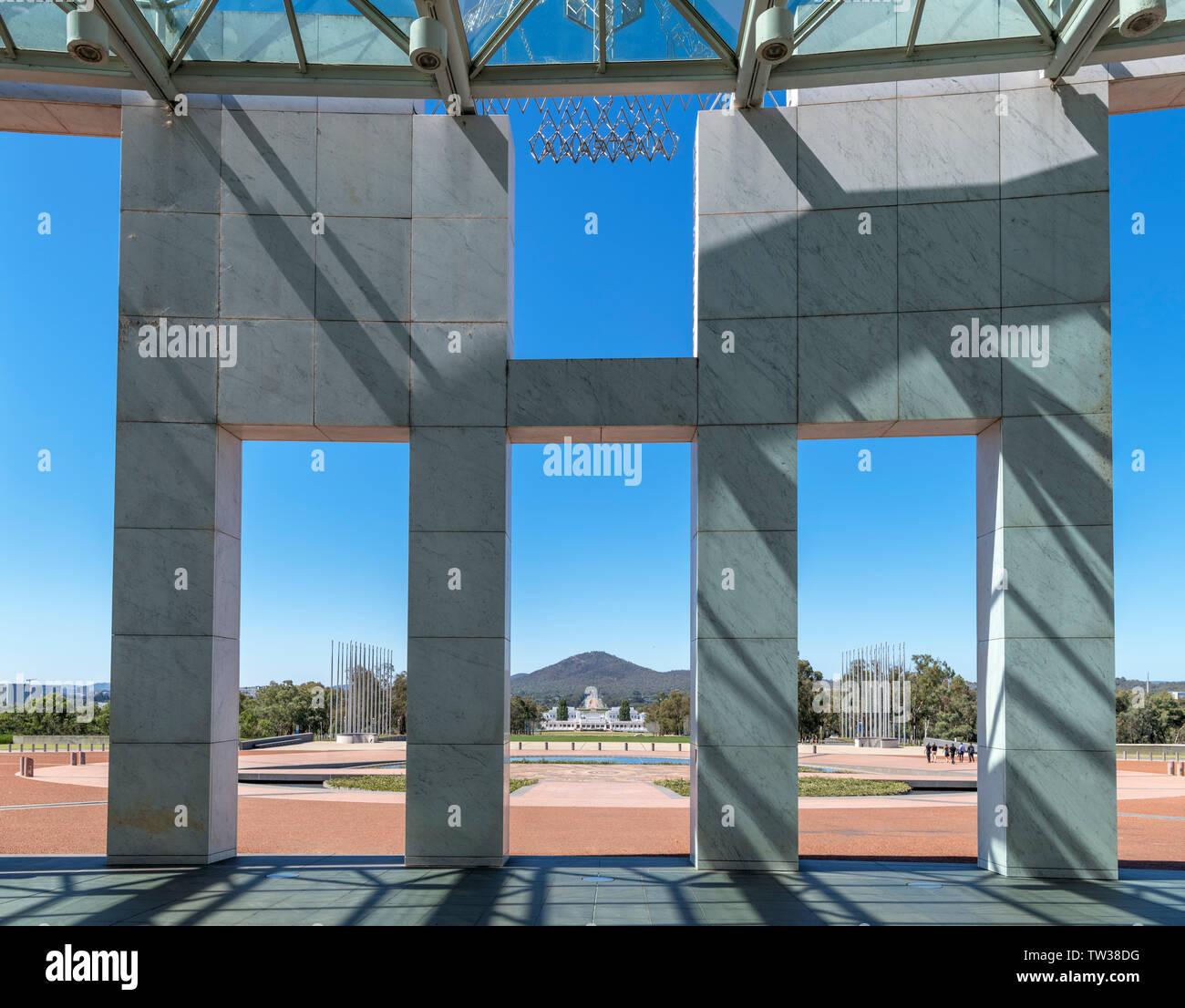 Vue vers l'ancien Parlement du nouveau Parlement, Capital Hill, Canberra, Territoire de la capitale australienne, Australie Banque D'Images