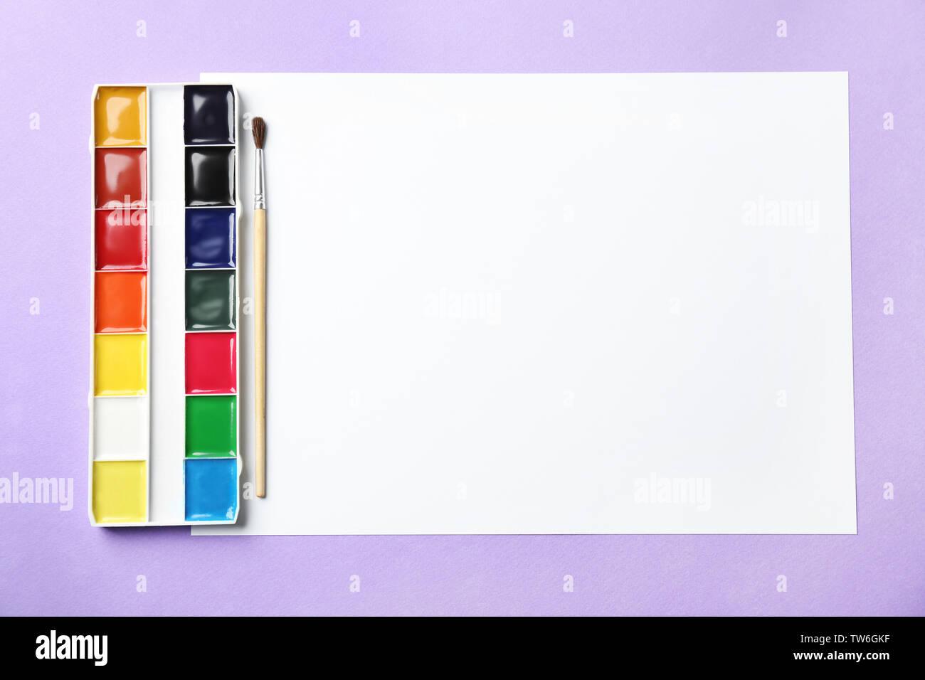 Feuille De Papier Vierge Et D Aquarelles Sur Fond Violet Photo Stock Alamy