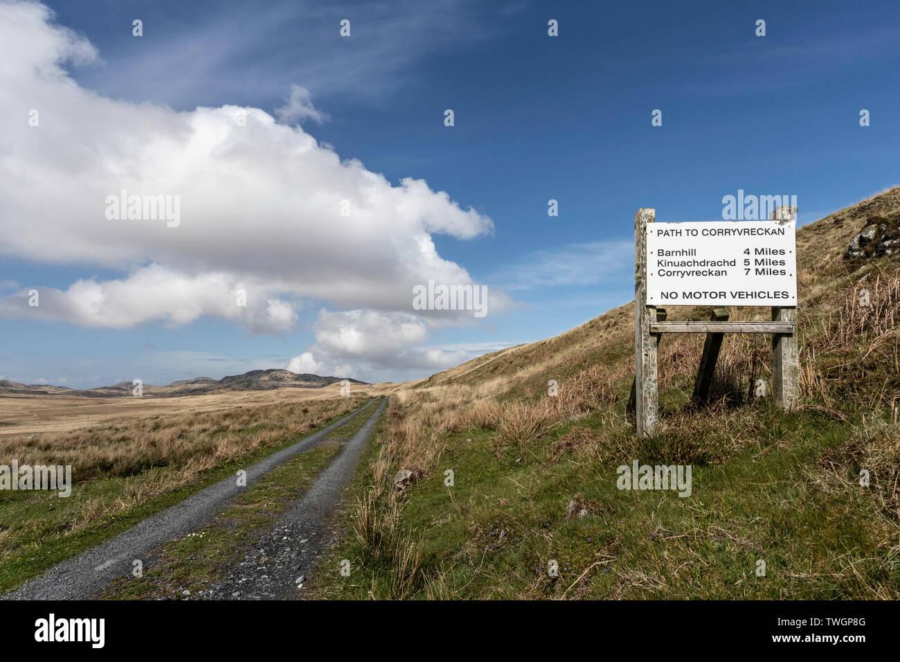 La route de Barnhill (où George Orwell a écrit '1984') et de Corryvreckan. Jura, Hébrides, Ecosse Banque D'Images