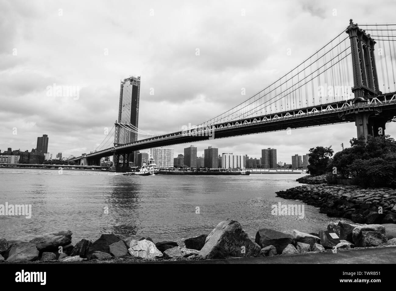 Une vue de la rue principale de pont de Manhattan, Brooklyn, NYC Aire Banque D'Images