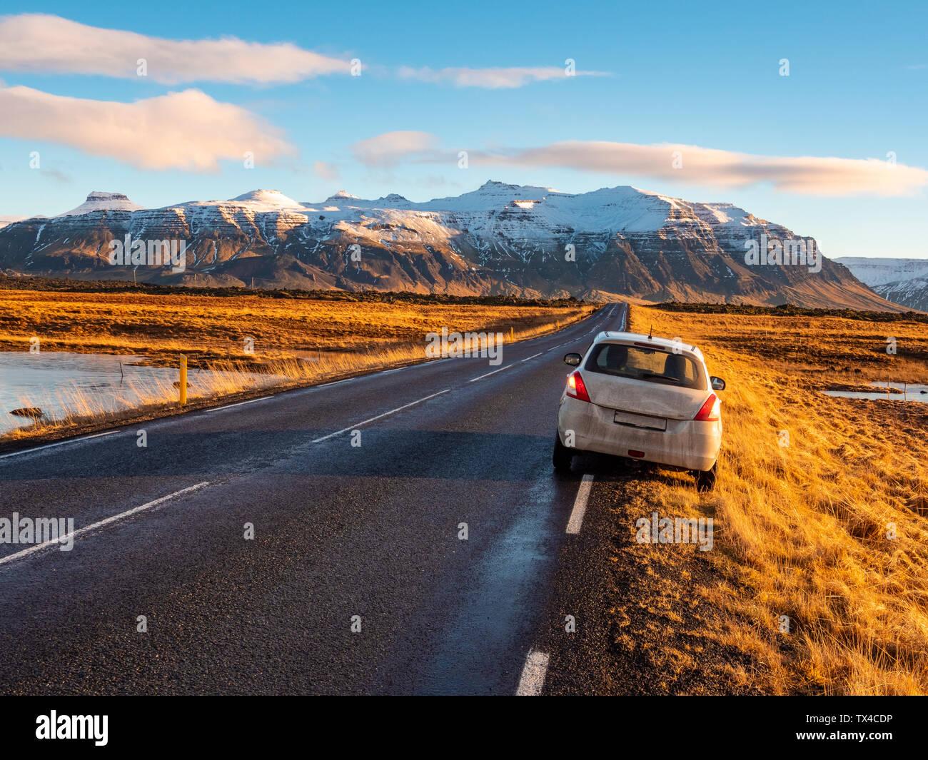 L'Islande, Snaefellsjoekull National Park au début de l'hiver au lever du soleil Banque D'Images