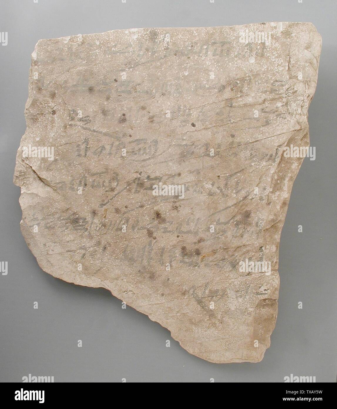 'Ostracon avec un reçu pour la location d'un âne (image 2 de 2); l'Égypte, Nouvel Empire, 20thDynasty, daté de 26 ans, pendant le règne de Ramsès III (1198-1166), 1171 de BCE BCE Outils et équipements; calcaire ostraka 8 11/16 x 7 3/16 in. (22 x 18,3 cm Don de Carl W. Thomas (M.80.203.205) L'art égyptien; 1171; BCE ' Photo Stock