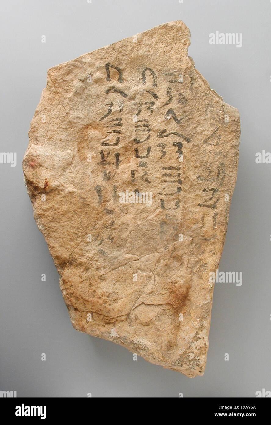 'Ostracon avec une liste de noms; l'Égypte, Nouvel Empire, xviiie dynastie (1569 - 1315 avant notre ère) Outils et équipement; calcaire ostraka 8 11/16 x 5 1/8 in. (22 x 13 cm) Don de Carl W. Thomas (M.80.203.187) L'art égyptien; xviiie dynastie (1569 - 1315 avant notre ère); ' Photo Stock