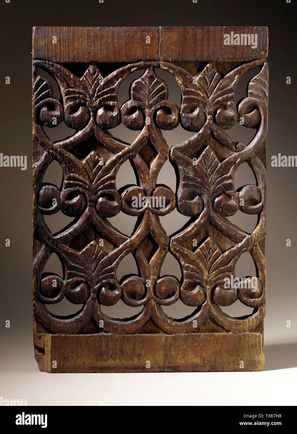'Panel (image 1 de 2); Anglais: l'Egypte, 13e siècle bois sculpté Sculpture, 11 7/8 x 8 x 3/4 in. (30,16 x 20,32 x 1,91 cm) La Collection d'Art Islamique de Madina, don de Camilla Chandler Frost (M.2002.1.32) L'Art Islamique en ce moment sur la vue du public: Ahmanson bâtiment, étage 4; date du 13ème siècle QS:P571,+1250-00-00T00:00:00Z/7; ' Photo Stock