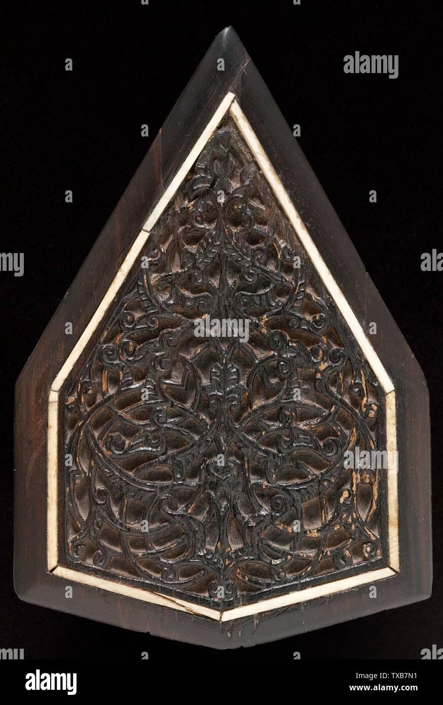 'Panel; Anglais: l'Égypte, vers 1340; accessoires de meubles en ébène, incrusté d'os x 6 7/8 5 3/4 in. (17,46 x 14,61 cm) acheté avec des fonds fournis par le Joan Palevsky Legs (M.2006.140.3) L'Art Islamique en ce moment sur la vue du public: Ahmanson bâtiment, étage 4; années 1340 QS date:P571,+1340-00-00T00:00:00Z/9,P1480,Q5727902; ' Photo Stock