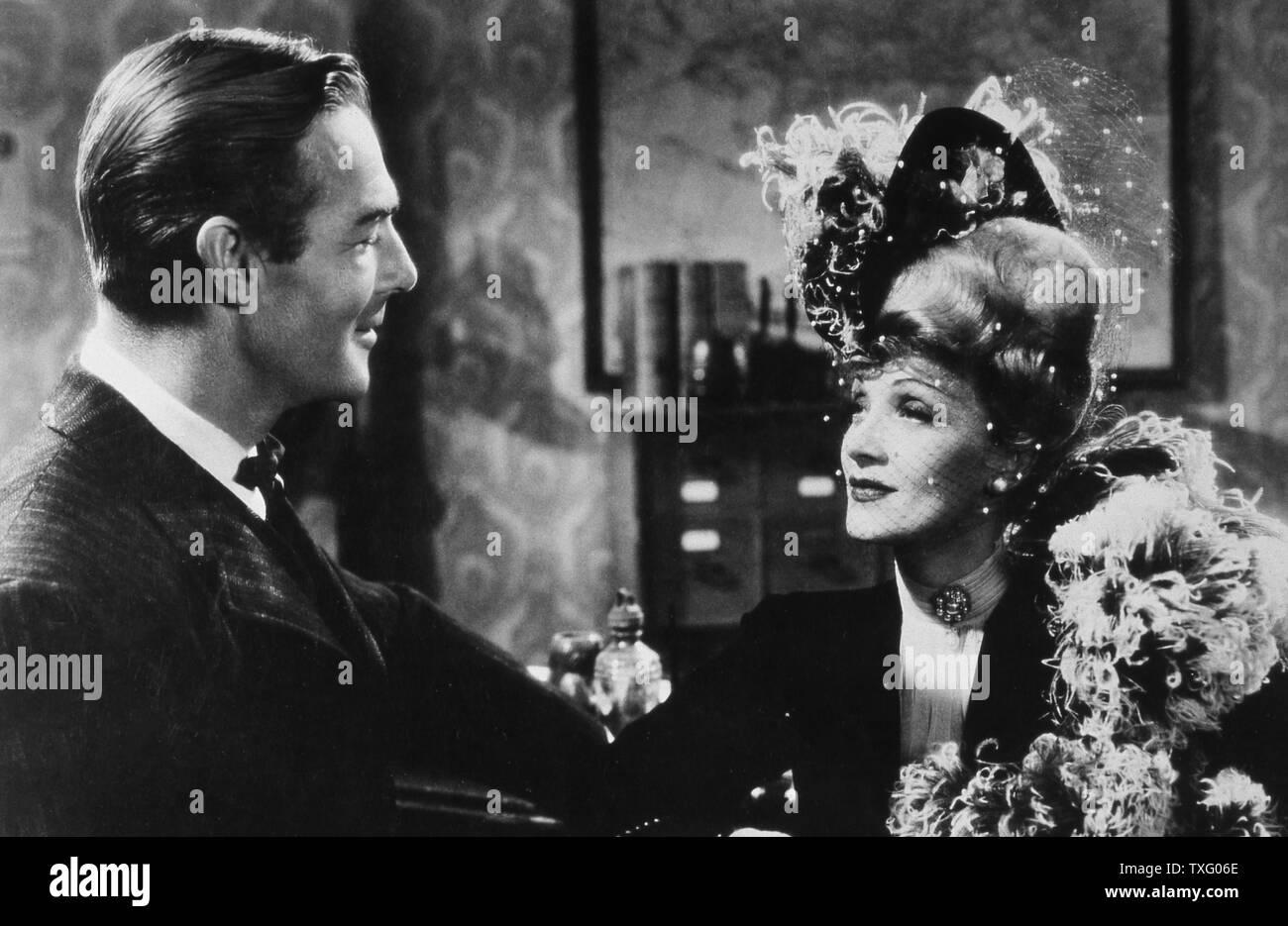 Les déporteurs Année: 1942 USA Réalisation: Ray Enright John Wayne, Marlene Dietrich Banque D'Images