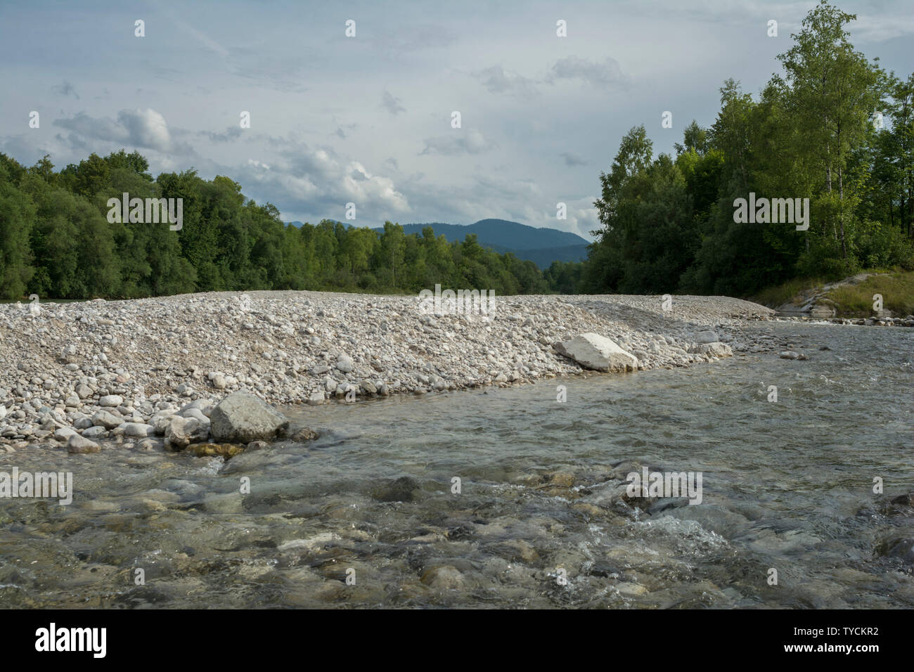 La rivière Isar, Bad Tölz, Bad Toelz, brauneck, Alpes bavaroises, Alpes, Haute-Bavière, Bavière, Allemagne Banque D'Images