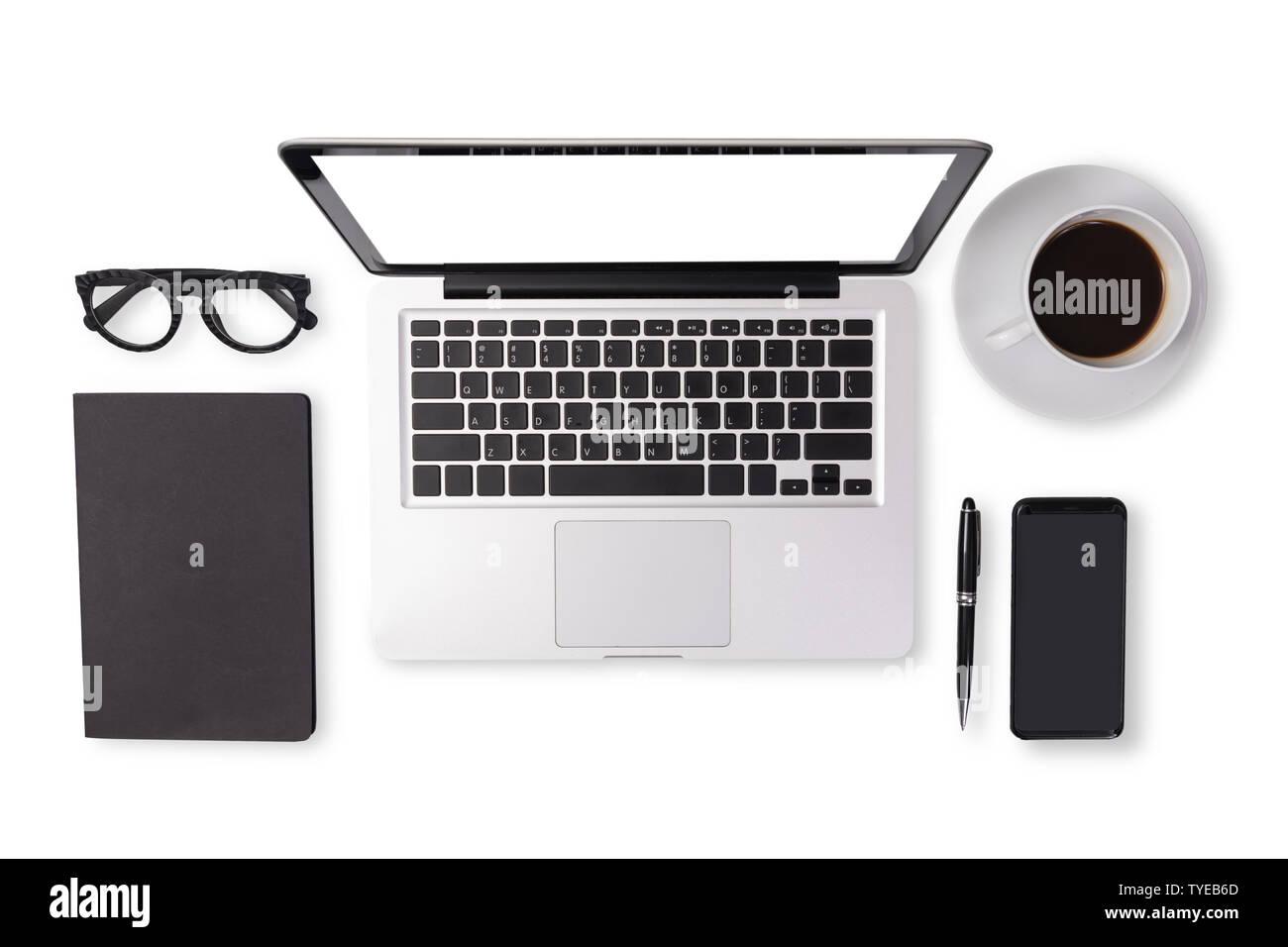 Mise à plat des hommes de ses accessoires en noir la couleur sur la table de bureau tels que l'ordinateur portable , tasse de café , lunettes , plume , mobile Banque D'Images