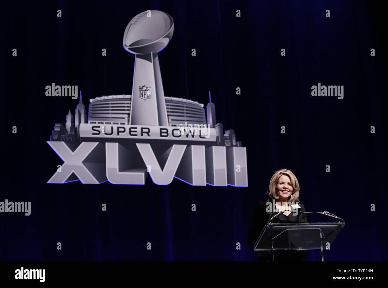 Renee Fleming parle aux médias au Super Bowl sa conférence de presse d'avant match au prochain Super Bowl XLVIII entre les Denver Broncos et les Seahawks de Seattle à New York le 30 janvier 2014. Stade MetLife à East Rutherford NJ sera le site du tout premier Super Bowl dans la région de New York le 2 février 2014. UPI /John Angelillo Photo Stock