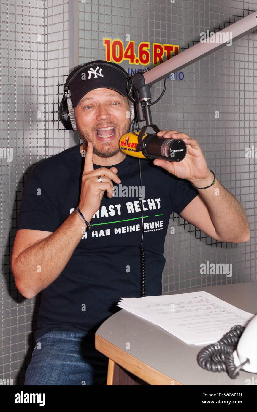 Mario Barth bei 'Mario Barth übernimmt die Morgencrew' Radio 104,6 im Studio RTL Berlin / 030417 Banque D'Images