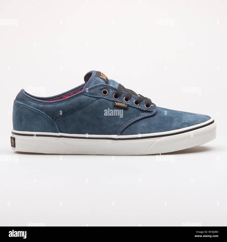 Blue Vans Sneakers Banque d'image et photos - Alamy