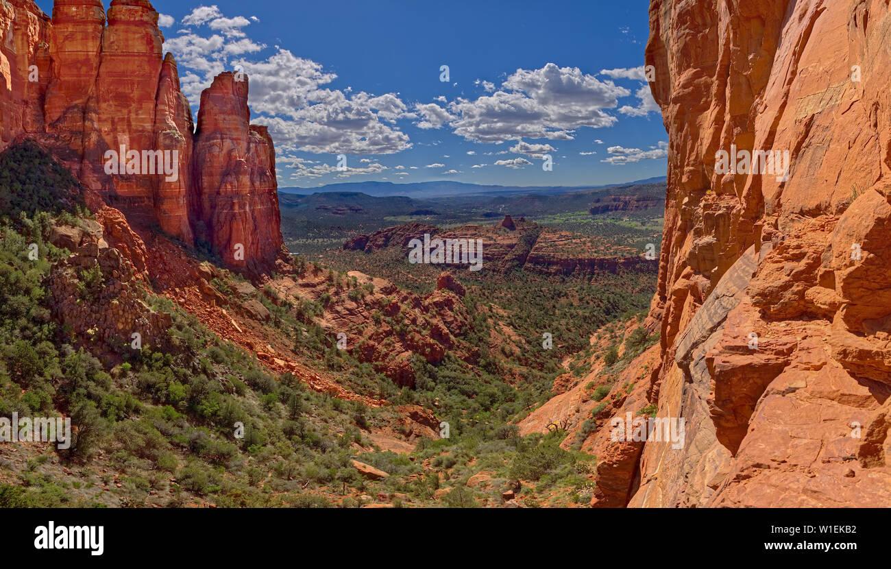 Le sud-ouest de l'avis d'une falaise dans la zone d'appui de Cathedral Rock, Sedona, Arizona, États-Unis d'Amérique, Amérique du Nord Banque D'Images