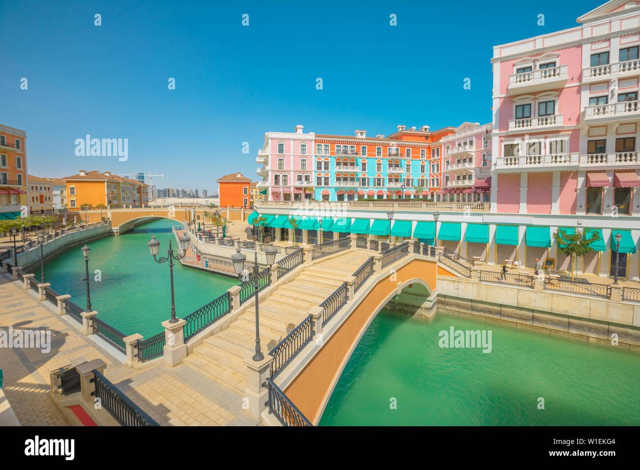 Deux ponts à Venise à Doha Qanat Quartier dans le Pearl-Qatar, le golfe Persique, Doha, Qatar, Moyen-Orient Banque D'Images