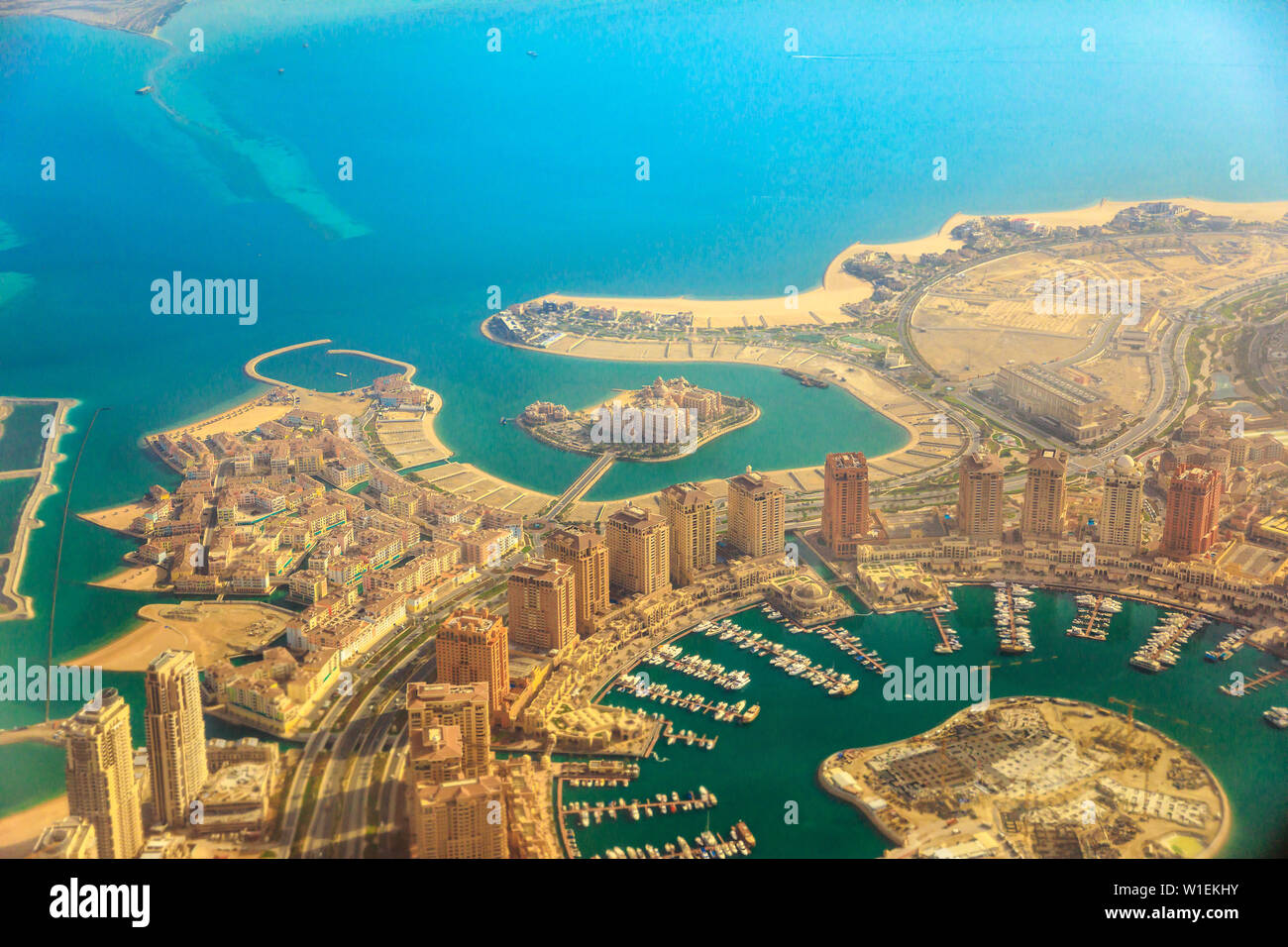 Vue aérienne de l'Pearl-Qatar à Venise, quartier Qanat, Marsa Soutien scolaire primaire Kempinski Hotel and Towers de Porto Saoudite, Doha, Qatar Banque D'Images