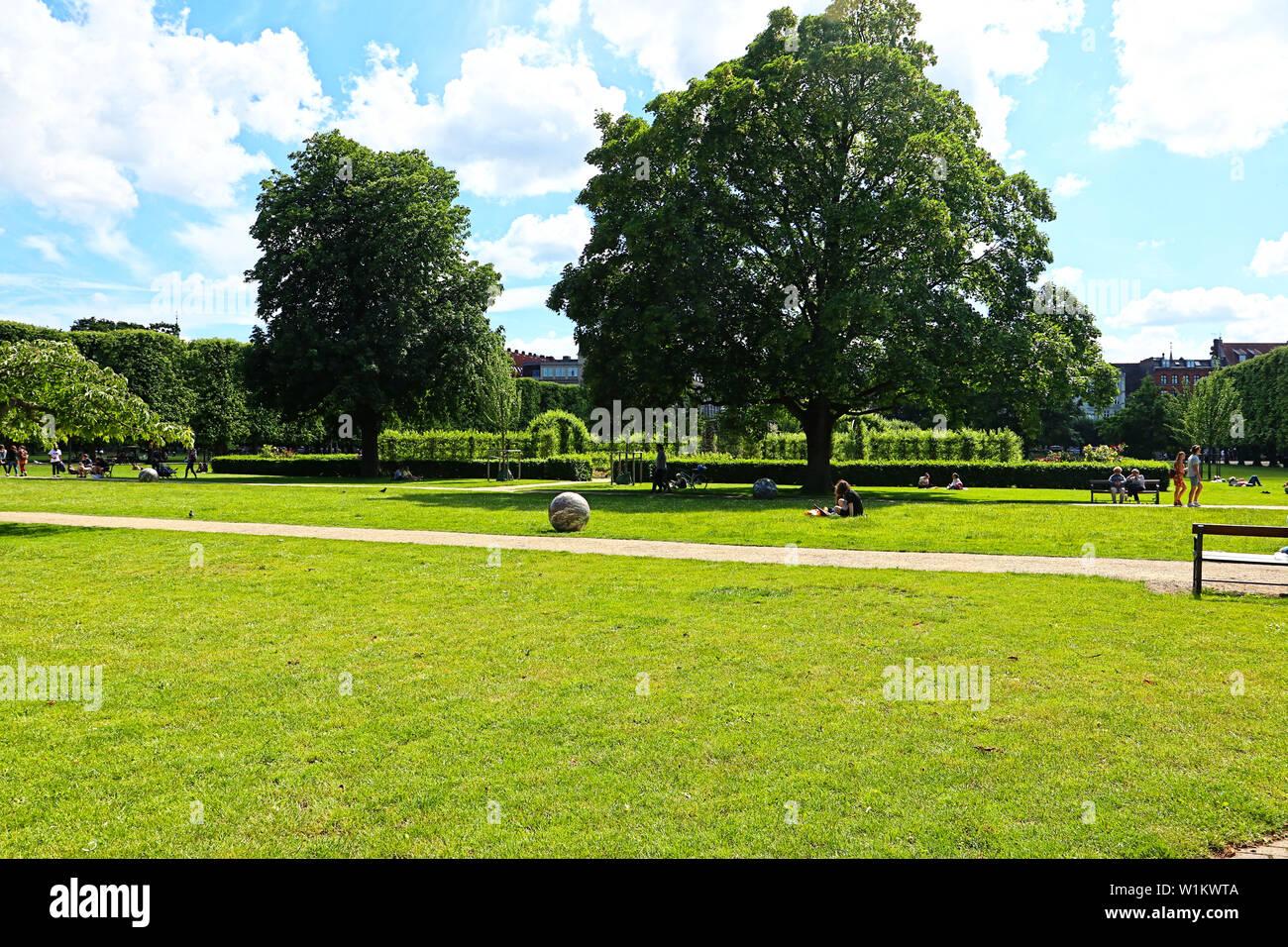 Très belle vue sur le jardin du roi près de Rosenborg Castle dans le centre de Copenhague - Danemark établi depuis début 17ème siècle. Banque D'Images