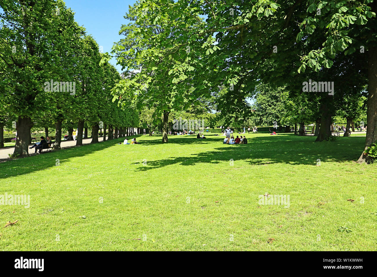 Très belle vue sur le jardin du roi près de Rosenborg Castle dans le centre de Copenhague - Danemark établi depuis début 17ème siècle. Les visiteurs apprécient Banque D'Images