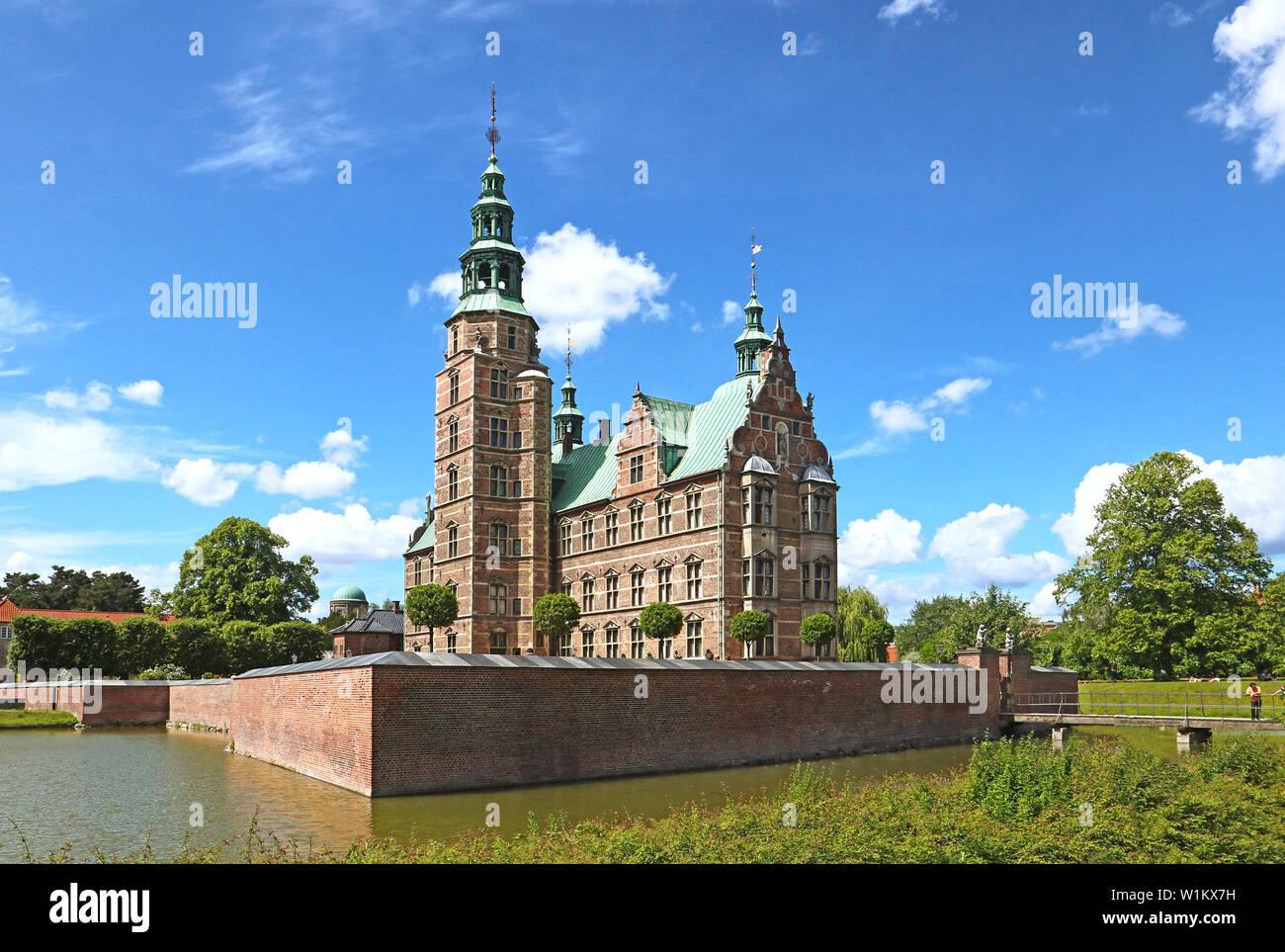Belle vue sur château de Rosenborg le jardin du roi, dans le centre de Copenhague. Le château a été construit comme maison de pays en 1606 en néerlandais Renaissa Banque D'Images