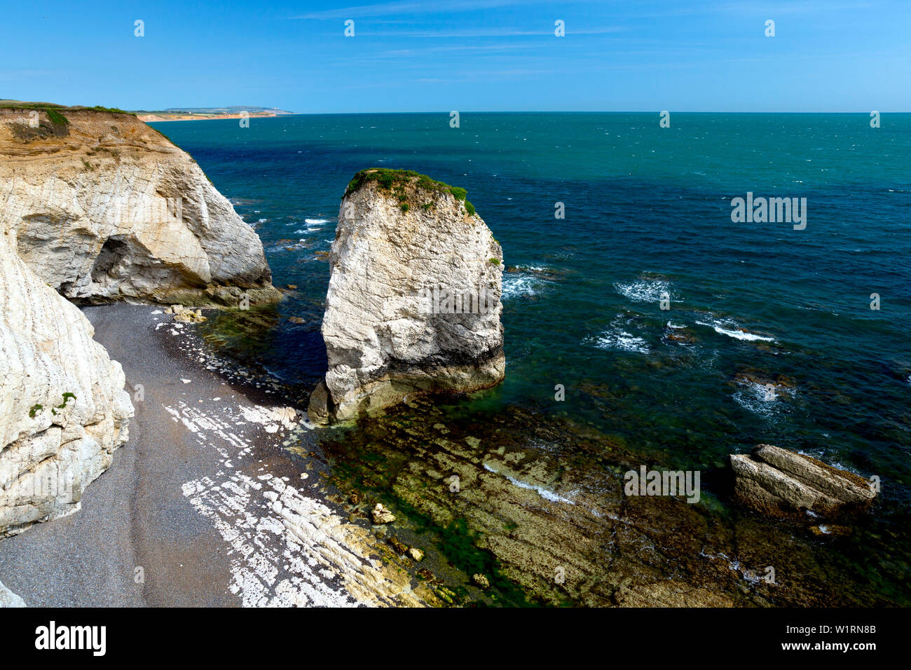 Piles,mer,vague,coupe,plage,craie,la plate-forme d'eau douce,Bay, île de Wight, Angleterre,UK, Photo Stock