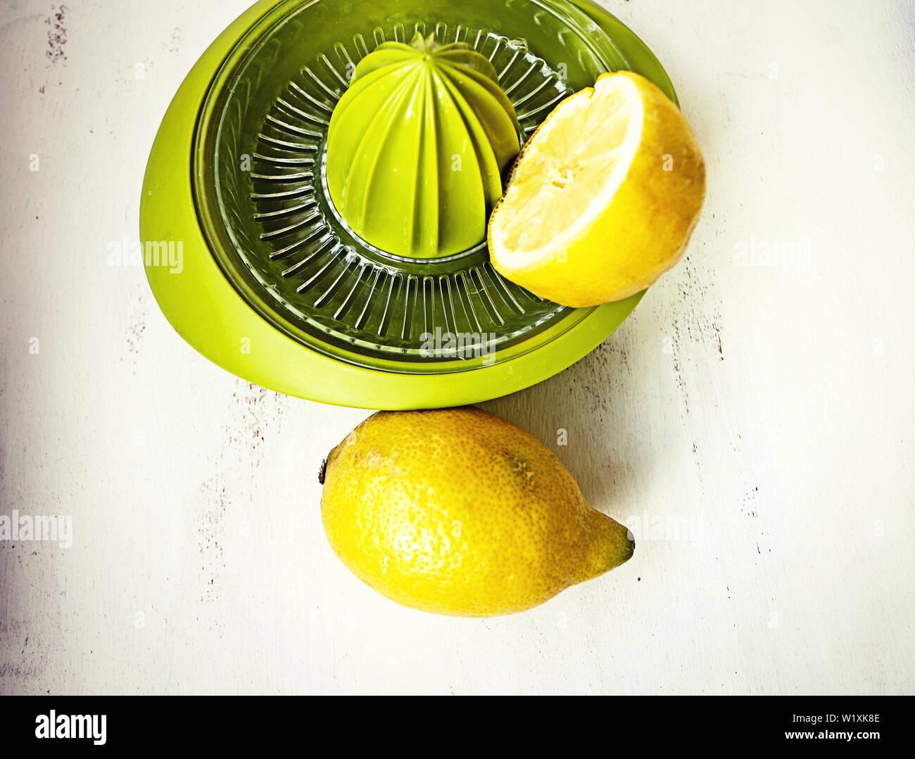 Presse-citron, manuel facile à recueillir les toool cuisine jus des fruits Banque D'Images