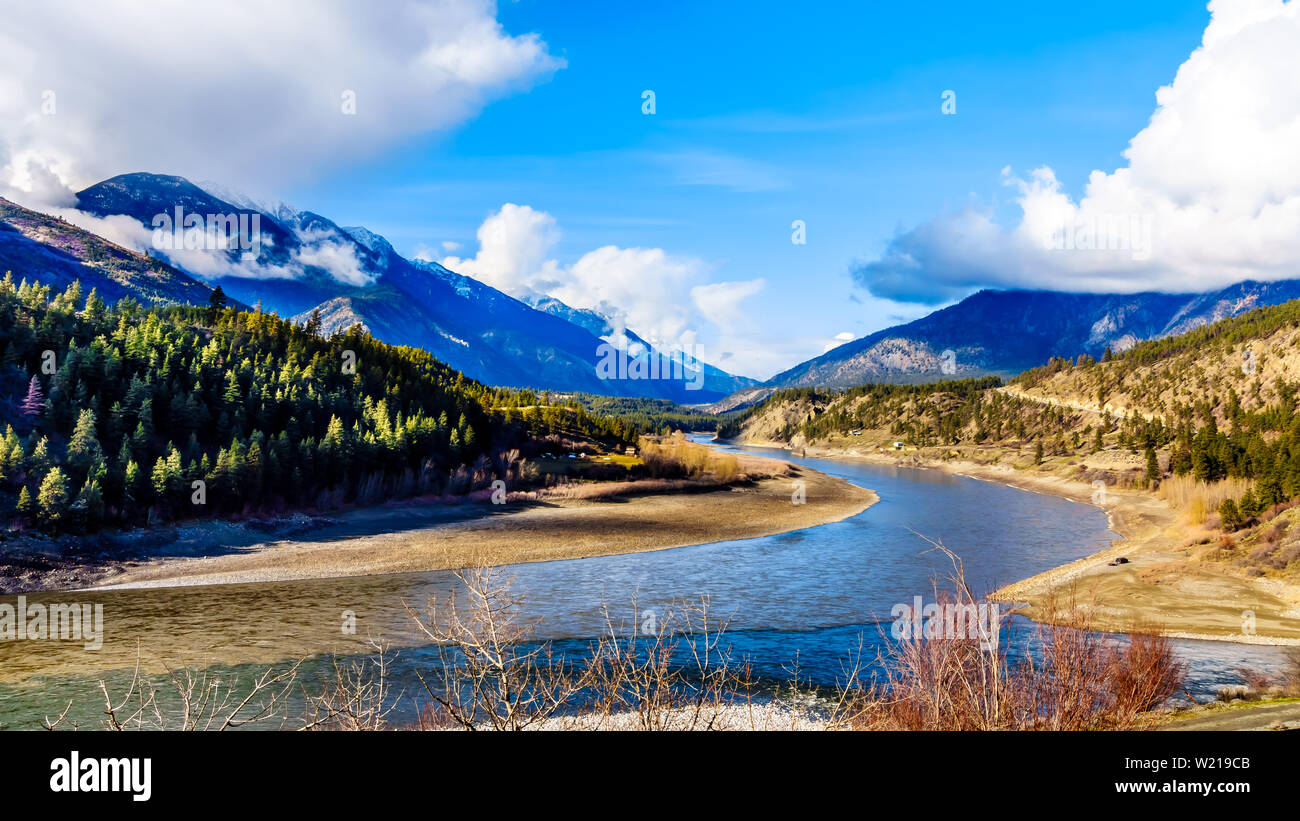 La confluence des rivières de l'migty la rivière Thompson et le fleuve Fraser à la ville de Lytton, Colombie-Britannique, Canada Banque D'Images