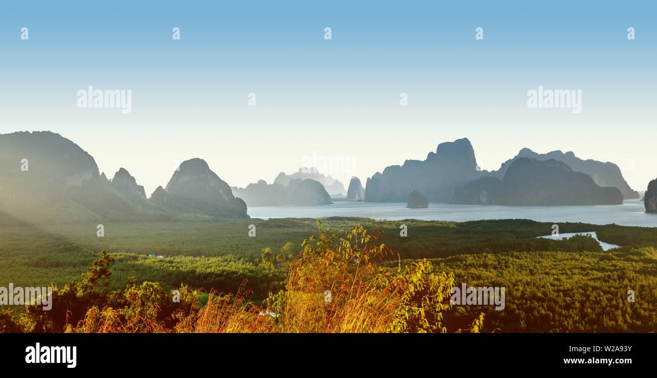 Beau paysage d'un vert, l'île tropicale Banque D'Images