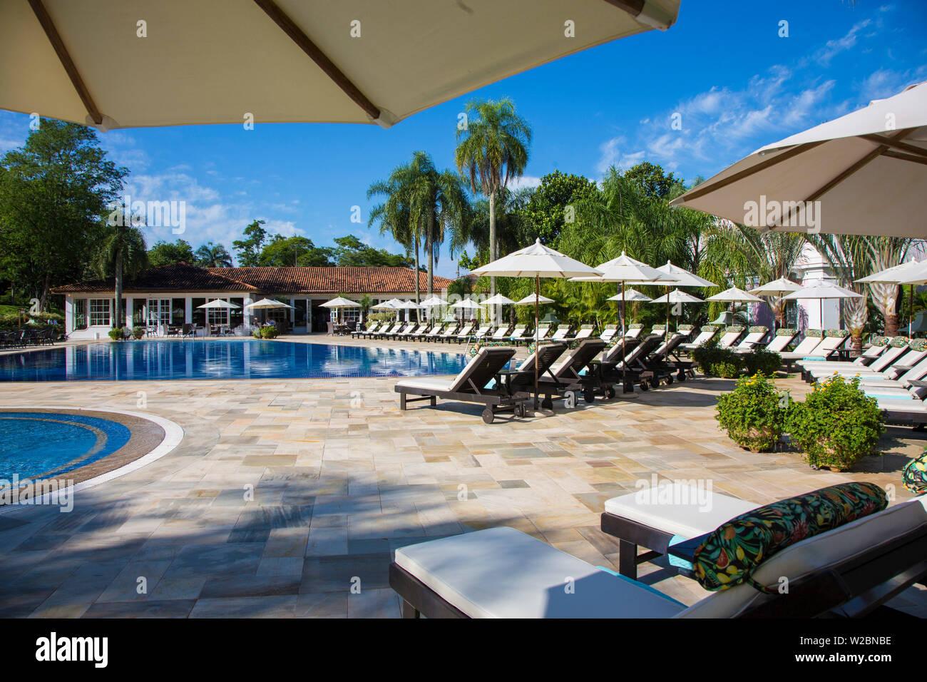 La piscine de l'établissement Belmond Hotel Das Cataratas, Iguacu Falls, État du Parana, Brésil Banque D'Images
