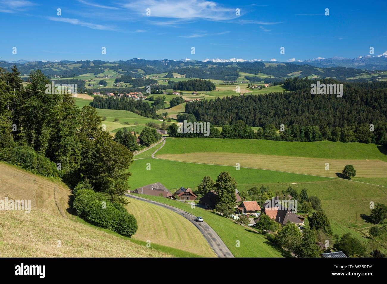 Vallée de l'Emmental et alpes suisses dans l'arrière-plan, Berner Oberland, Suisse Photo Stock